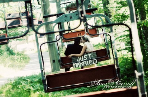 ski-lift-wedding-just-married-sign
