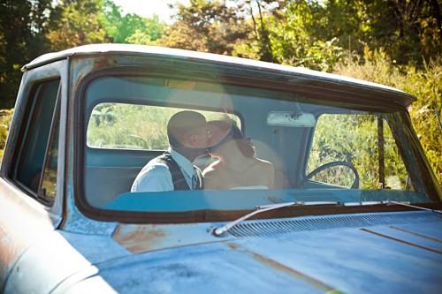 vintage-truck-wedding-photos