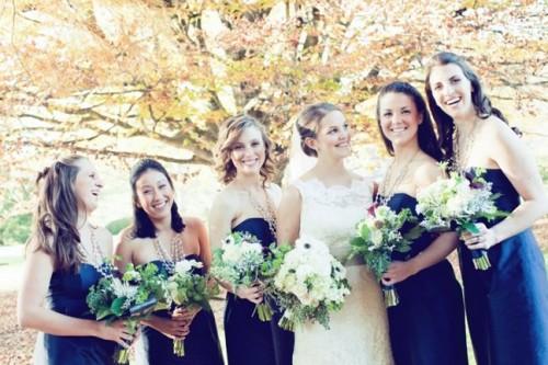 blue-bridesmaids-dresses-green-bouquets