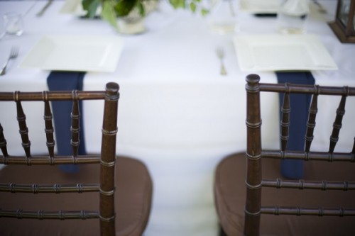 blue-napkins-brown-chivari-chairs-white-linens