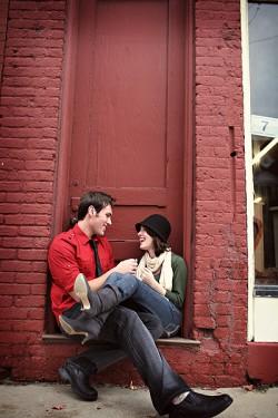 engagement-photos-doorway