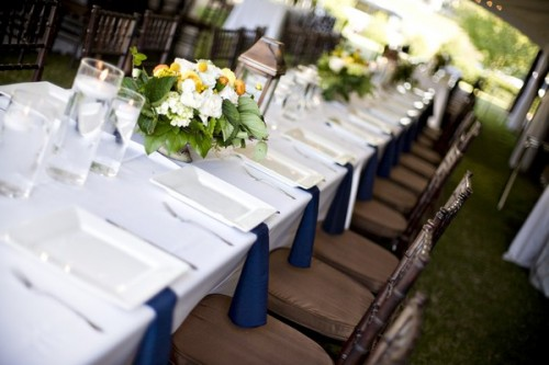 estate-table-yellow-centerpieces