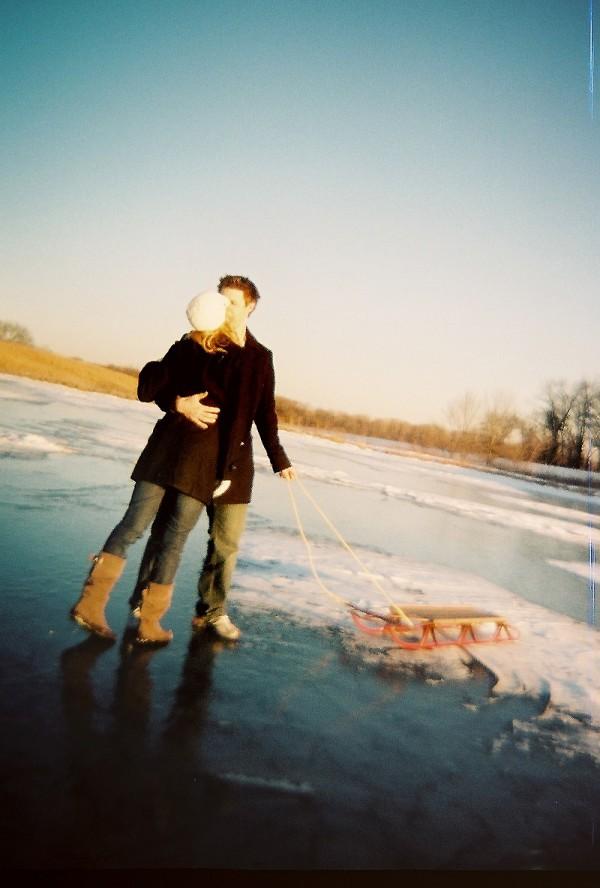 frozen-pond-engagement-photos-14