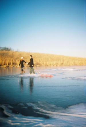 frozen-pond-engagement-photos-9