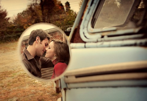 rear-view-mirror-engagement-photos