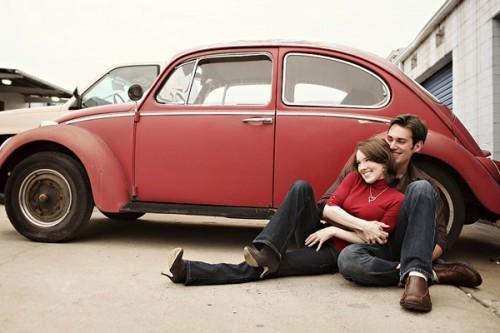 vintage-car-engagement-photos