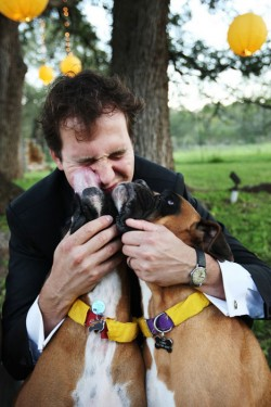groom-with-dogs-diy-ribbon-collars-wedding