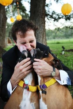 groom-with-dogs-diy-ribbon-collars-wedding