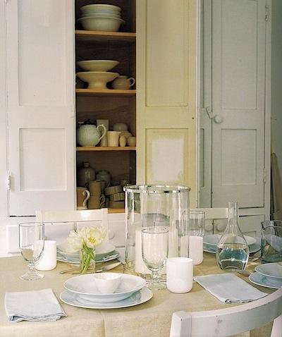 white-porcelain-table-decoration