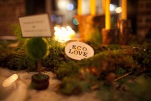 wood-and-moss-wedding-centerpiece