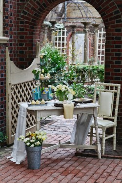 Blue and Yellow Easter Party Tablescape