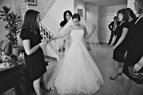 bride-getting-ready-oscar-de-la-renta-gown