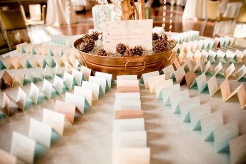 escort-card-table-pinecones