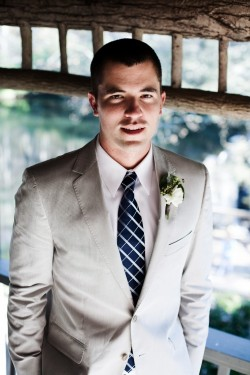 groom-khaki-suit-navy-tie