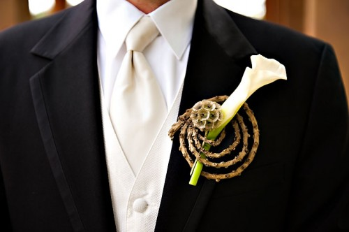 modern-orchid-boutonniere