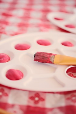 paint-your-love-red-and-white-engagement-photos-4