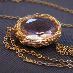 pale-pink-and-gold-necklace