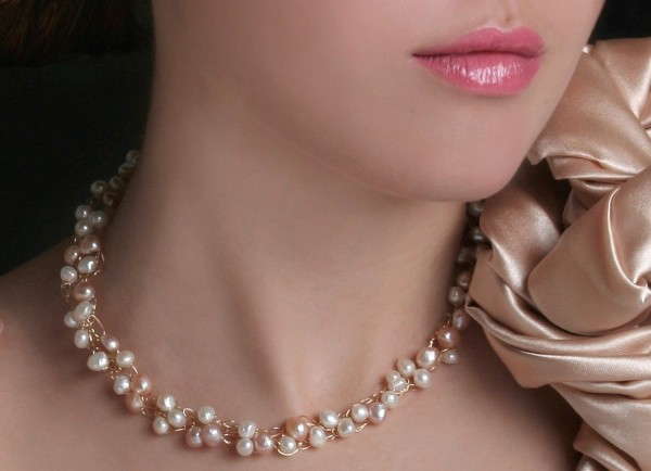 pearl-and-wire-necklace
