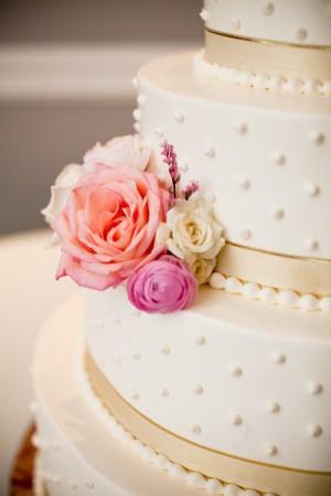 ribbon-and-pearl-wedding-cake
