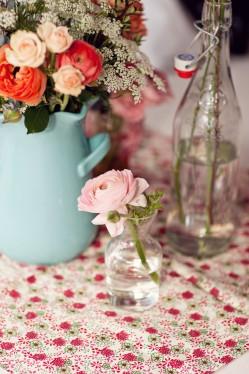 single-rose-in-glass-vase