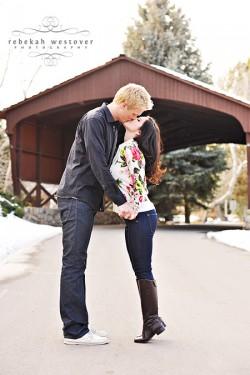 snowy-engagement-photos-1