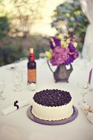 wedding-cake-with-blackberries