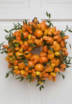 wreath-made-of-oranges