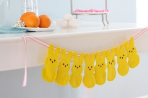 easter-table-decorations-peeps-bunting