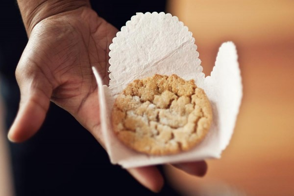 DIY Cookie Wrapper Tutorial Wedding Favor Ideas-3