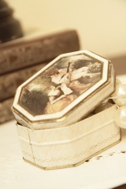 Vintage Wedding Ideas Incorporating Family Heirlooms-06