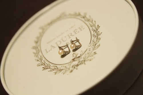 Vintage Wedding Ideas Incorporating Family Heirlooms-21