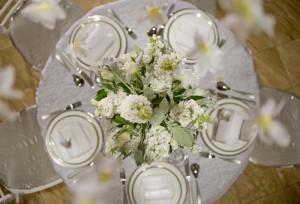 White-Winter-Wedding-Table