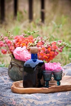 Blue-Goblets-and-Poppy-Centerpiece