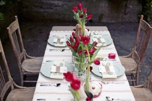 Red and Blue Casual Table Wedding Decor