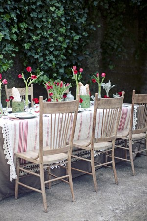 Red and Khaki Table Wedding Decor