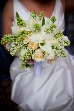 Green-White-Elegant-Rose-Bouquet