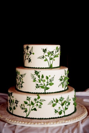 Green-and-White-Wedding-Cake-Honeymoon-Sweets