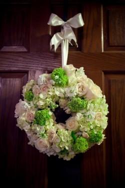 Hydrangea-and-Rose-Wedding-Wreath-Decor