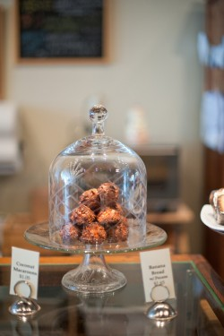 Lovely-A-Bake-Shop-Chicago-Weddings-Melissa-Hayes-Photography-2