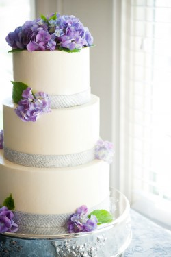Wedding-Cake-with-Purple-Hydrangeas