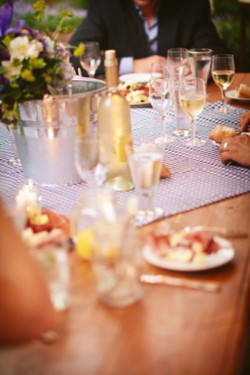 Wine-and-Floral-Casual-Centerpiece