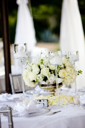 Cream-Rose-and-Hydrangea-Centerpiece