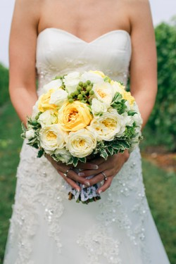 Cream-and-Yellow-Bouquet