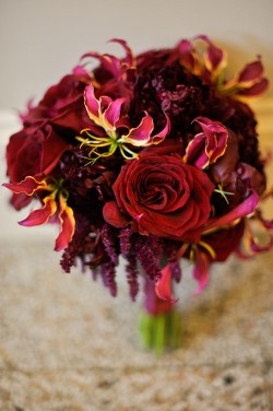 Dramatic-Red-Bridal-Bouquet