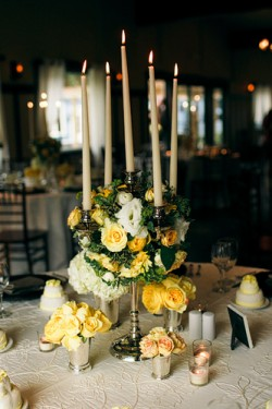 Elegant-Candle-and-Ivy-Centerpiece