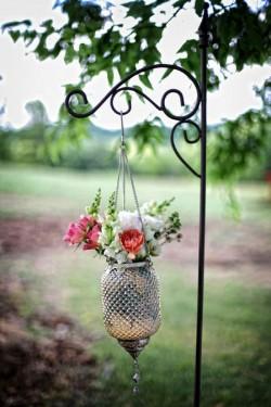 Hanging-Vase-Aisle-Decor