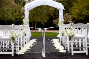 Ribbon-Tied-Wedding-Ceremony-Aisle