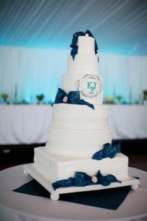 Turquoise Fondant Bow Wedding Cake