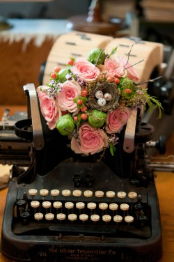 Vintage-Typewriter-Wedding-Ideas