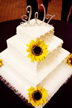 Wedding-Cake-with-Sunflowers